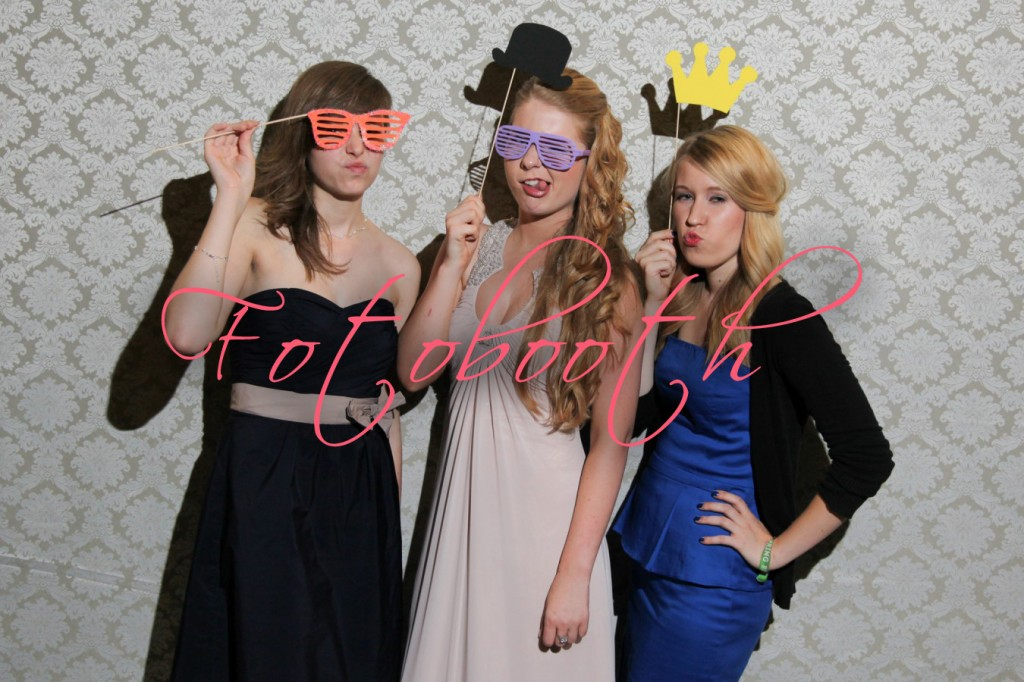 Fotobooth-Fotobox-Abiball-3532-1350x900